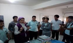 وحدة الميكروسكوب الالكتروني تستقبل طلاب مدرسة القدس الدولية
